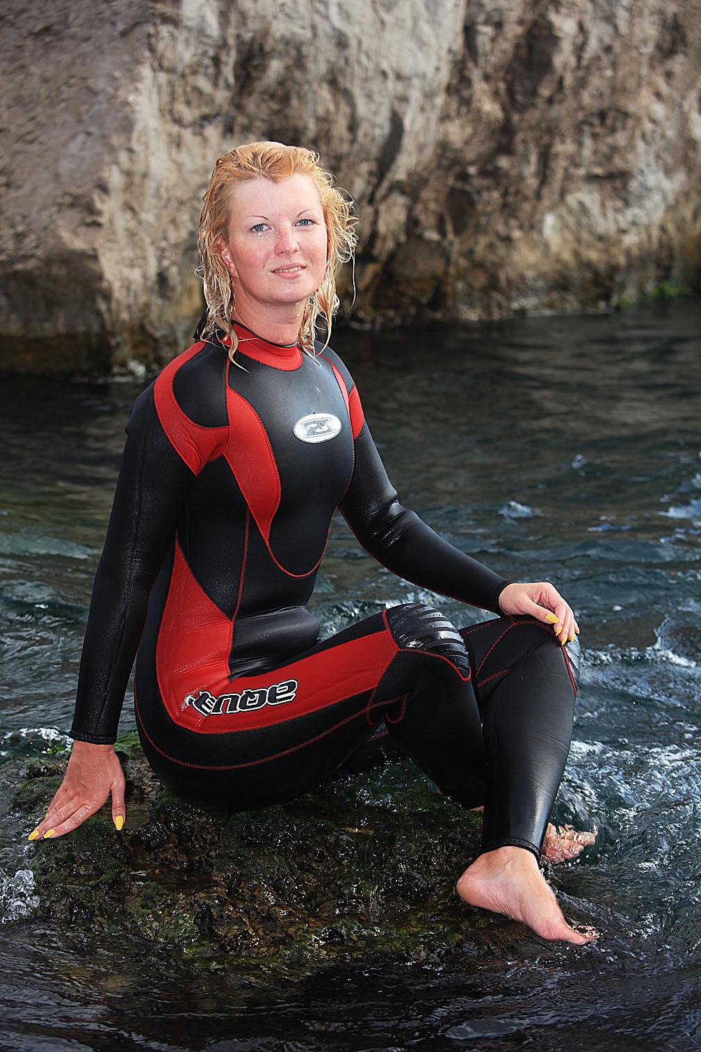 Фото девушки в гидрокостюмах 8 фотография